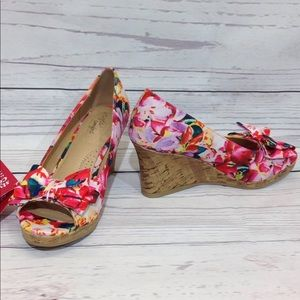 DexFlex Comfort Cate Floral Print Wedge Size 6.5